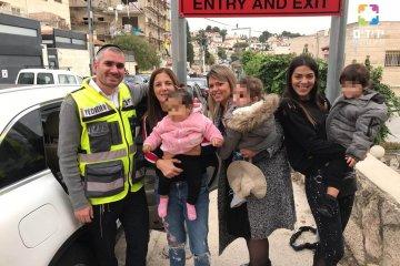 כונני ידידים חילצו פעוט מרכב נעול בירושלים