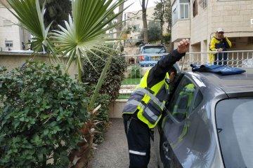 נתניה: כונני ידידים חילצו בשלום תינוקת מרכב נעול