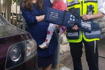 פעוט ננעל ברכב בשכונת בית וגן בירושלים • כונני ידידים חילצו