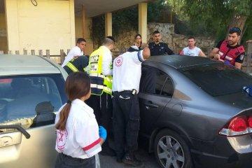אופקים: כוחות החירום נלחמים על פתיחת הרכב