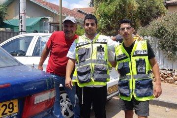 כפר סבא: פעוט שננעל בשגגה ברכב חולץ בשלום על ידי כונני ידידים