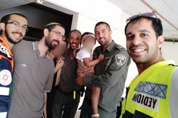 ילדה שננעלה בשגגה ברכב בירושלים חולצה בשלום על ידי כונני ידידים