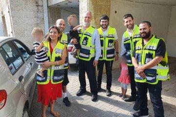 """2 ילדים שננעלו ברכב בשגגה בירושלים חולצו ע""""י כונני ידידים"""