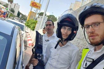 ירושלים: ילדה שננעלה בשגגה ברכב חולצה בשלום על ידי כונני ידידים