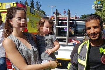 רעננה: ילד שננעל בשגגה ברכב לעיני אימו חולץ בשלום על ידי כונני ידידים