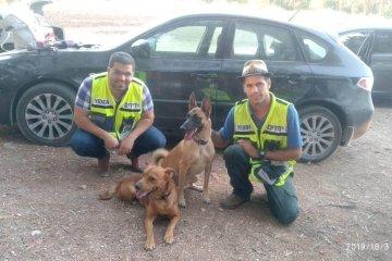 2 כלבים שננעלו ברכב לעיני בעליהם ביער בן שמן חולצו בשלום על ידי כונני ידידים