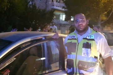 פעוט שננעל בשגגה ברכב לעיני אביו בירושלים חולץ בשלום על ידי כונני ידידים
