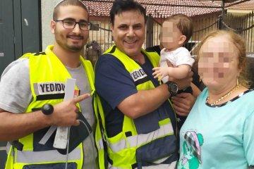 פרדס חנה: תינוקת שננעלה בשגגה ברכב לעיני אימה חולצה בשלום על ידי כונני ידידים