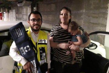 אלעד: תינוקת שננעלה בשגגה ברכב לעיני אימה חולצה בשלום על ידי כונני ידידים