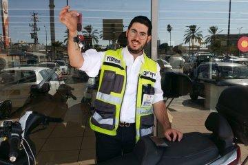 ירושלים: ילד שננעל בשגגה ברכב חולץ בשלום על ידי כונן ידידים