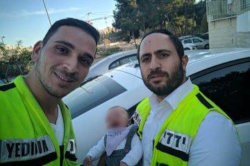 פעוט כבן חודש וחצי שננעל ברכב בשגגה לעיני אביו בירושלים חולץ בשלום על ידי כונני ידידים