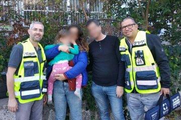 ירושלים: ילדה שננעלה ברכב בשגגה חולצה בשלום על ידי כונני ידידים
