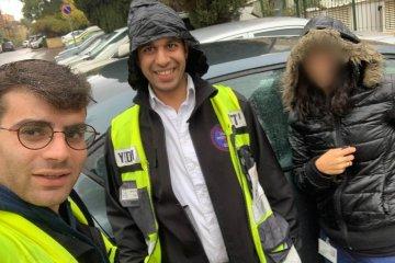 פעוט כבן שנה שננעל ברכב בשגגה לעיני אמו בירושלים חולץ בשלום על ידי כונני ידידים