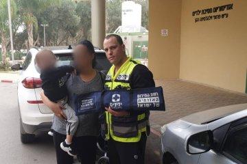 ילד שננעל ברכב בשגגה לעיני אמו בבית החולים סורוקה בבאר שבע חולץ בשלום על ידי כונני ידידים