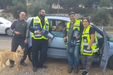 כונני ידידים מרחב מנשה חילצו 3 כלבים שננעלו ברכב לעיני בעליהם