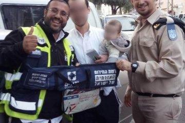 רחובות: תינוקת שננעלה בשגגה ברכב לעיני אביה חולצה בשלום על ידי כונני ידידים