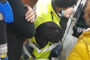 אשדוד: תינוק שננעל בשגגה ברכב לעיני אימו חולץ בשלום על ידי כונן ידידים