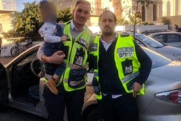 ירושלים: האמא נתקעה במעלית והילד ננעל ברכב