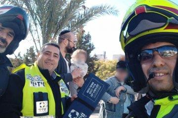 ילד שננעל ברכב בשגגה לעיני אימו בירושלים חולץ בשלום על ידי כונני ידידים