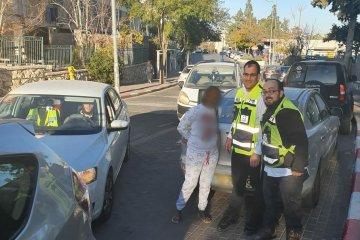 ירושלים: שלושה ילדים שננעלו ברכב בשגגה לעיני אימם חולצו בשלום על ידי כונני ידידים