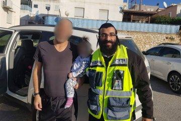 צפת: פעוטה שננעלה ברכב בשגגה לעיני אביה חולצה בשלום על ידי מנהל מחוז צפון בידידים