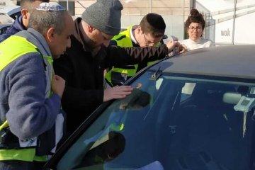 מודיעין: ילד שננעל בשגגה ברכב לעיני בני משפחתו חולץ בשלום על ידי כונני ידידים