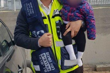 אשקלון: תינוקת שננעלה בשגגה ברכב לעיני אמה חולצה בשלום על ידי כונני ידידים