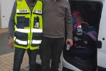 חולון: ילדה שננעלה ברכב בשגגה לעיני בני משפחתה חולצה בשלום על ידי כונני ידידים