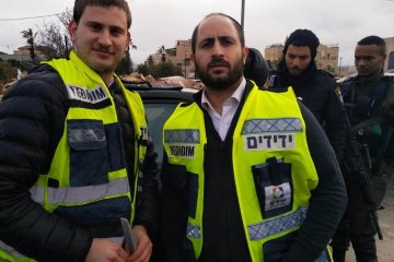 ירושלים: תינוקת כבת שנה שננעלה בשגגה ברכב לעיני אמה חולצה בשלום על ידי כונני ידידים