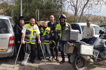 ירושלים: פעוט כבן שנתיים שננעל בשגגה ברכב לעיני אביו חולץ בשלום על ידי כונני ידידים