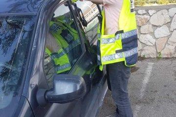 פתח תקווה: תינוק שננעל ברכב בשגגה לעיני אימו חולץ בשלום על ידי כונן ידידים