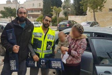 ירושלים: כונני ידידים חילצו בשלום תינוקת שננעלה בשגגה ברכב לעיני אמה