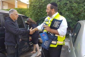 כונני סניף תל אביב חילצו בשלום ילד שננעל ברכב בשגגה לעיני אימו