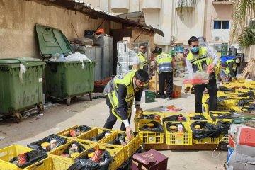 נתניה: עשרות כונני ידידים חילקו אוכל לקשישים ושנעו תרופות למבודדים • המנות סופקו על ידי עיריית נתניה