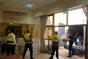 קרית גת: כונני ידידים חילקו 700 חבילות מזון לקשישים ואוכלוסיות מוחלשות בעיר • החבילות סופקו על ידי העירייה