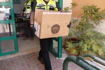 זכרון יעקב: כונני ידידים חילקו עשרות סלי מזון לקשישים ואוכלוסיות מוחלשות בעיר • המארזים סופקו על ידי העירייה