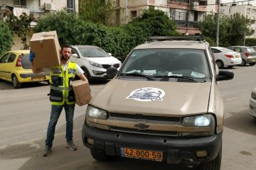 אשדוד: קמחא דפסחא בצל הקורונה • כונני ידידים חילקו 1500 מנות מבושלות • המנות סופקו על ידי העירייה
