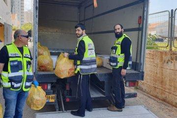 נתניה: קמחא דפסחא בצל הקורונה • כונני ידידים חילקו מאות סלי מזון • הסלים סופקו על ידי העירייה