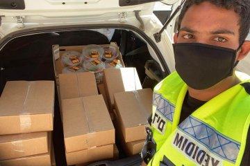 באר שבע: מתנדבי ידידים חילקו מאות סלי מזון לקשישים ומשפחות מעוטי יכולת • הסלים סופקו על ידי עיריית באר שבע
