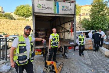 ביתר עילית: מתנדבי ידידים חילקו כאלף סלי מזון לקשישים ולמשפחות מעוטות יכולת • החבילות סופקו על ידי העירייה
