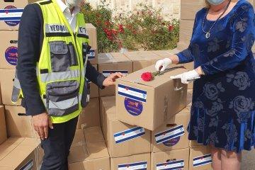 יום של נתינה בנתניה: מתנדבי ידידים חילקו אלפי סלי מזון לקשישים ולמשפחות מעוטות יכולת • החבילות סופקו על ידי עיריית נתניה