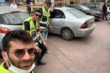 ירושלים: באמצע סיבוב הקניות לשבת, פעוט שננעל ברכב חולץ על ידי מתנדבי ידידים