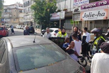 """בני ברק: ילד ננעל ברכב וחולץ מיד ע""""י כונני ידידים"""