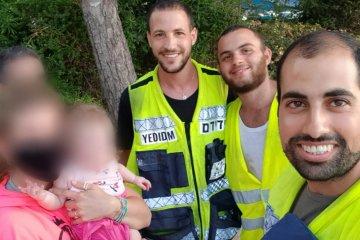 חולון: תינוקת קטנה ננעלה ברכב בשגגה, כונן ידידים שהיה ברחוב סמוך חילץ אותה בשלום.
