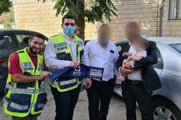 ירושלים: תינוקת ננעלה בטעות ברכב לעיני בני משפחתה • כונני ידידים חילצו אותה במהירות