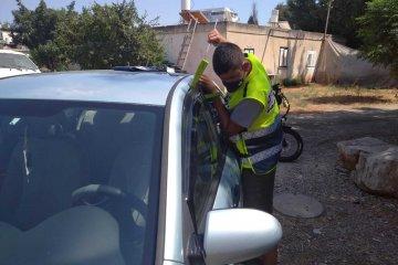 באר יעקב: פעוטה ננעלה בשגגה ברכב • כונן ידידים חילץ אותה במהירות