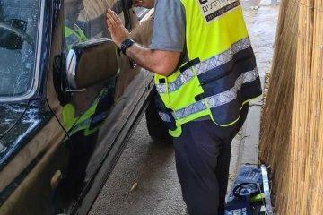 ליל שבת בטבריה: ילד נעל עצמו בטעות ברכב שהושאר פתוח • מתנדב ידידים שיצא מהתפילה חילץ אותו בשלום