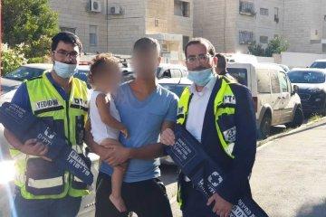 ירושלים: ילד ננעל בשגגה ברכב • כונני ידידים חילצו אותו בשלום