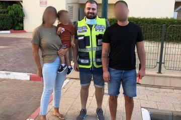 אשדוד: רגע לפני שהאבא שבר את החלון עם פטיש, כונני ידידים חילצו בשלום את הפעוט שננעל בשגגה ברכב