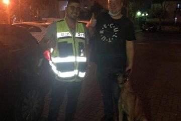 נתניה: כלב ננעל בשגגה ברכב וחולץ על ידי כונן ידידים